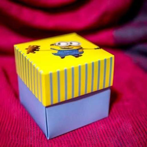 Invitatie de botez tip cutiuta cu minion 134 LARA BABY - BEST