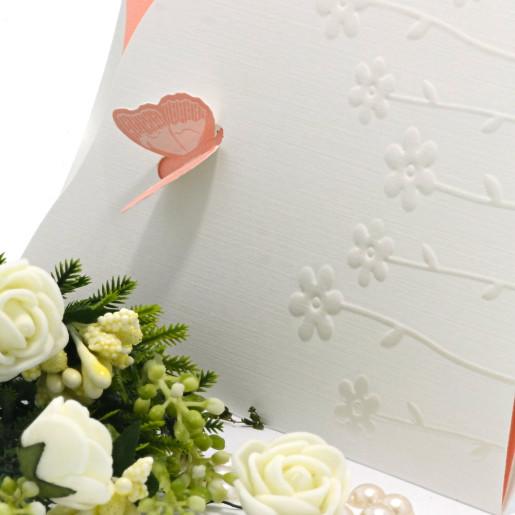 Invitatie de nunta roz somon cu fluturasi si flori perlate 140015 TBZ
