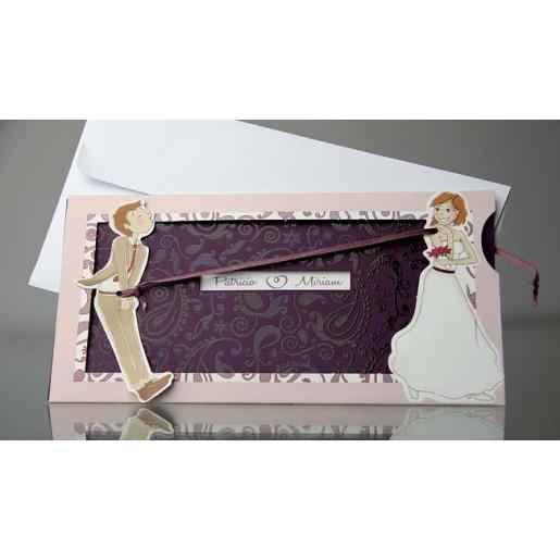 Invitatie confectionata din carton alb lucios tiparita cu doi miri haiosi. La interior se tipareste textul. Contine un carton mov tiparit cu lac selectiv care se trage cu un snur mov.   Include un plic alb