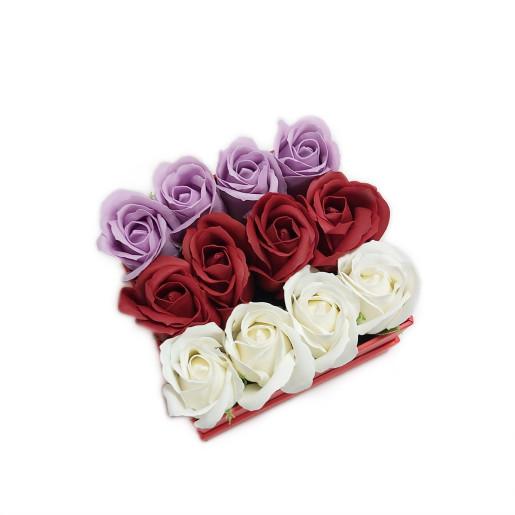 Aranjament Cadou in Cutie Patrata cu Flori de Sapun Parfumate DEC135