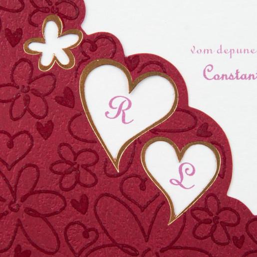 Invitatie de nunta visiniu si crem cu decupaje inimioare 1070 Polen