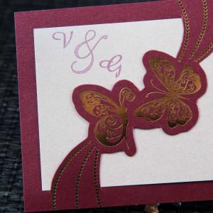 Invitatie de nunta bordo cu flurtui aurii 1091 STYLISH