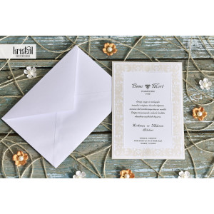 Invitatie de nunta confectionata dintr-un carton destinat tiparirii textului, prezentand un chenar cu model baroc crem in relief
