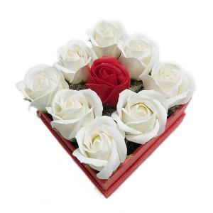 Aranjament Cadou in Cutie Patrata cu Flori de Sapun Parfumate DEC133