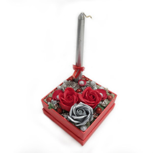 Aranjament Cadou in Cutie Patrata cu Flori de Sapun Parfumate si Lumanare DEC139