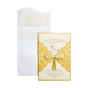 Invitatie de nunta cu calc auriu si fundita 150028 TBZ