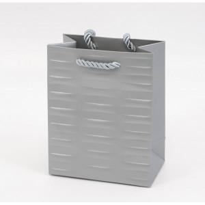 Punga cadouri cartonata 23x18x10 cm cu dungi argintie PNG074