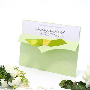 Invitatie de nunta vernil cu fundita si inimioara aurie 115427 TBZ