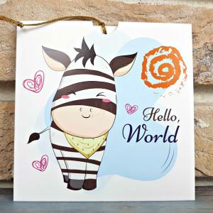 """nvitatie de botez tip felicitare, din carton lucios alb, cu fete de animalute din jungla zambitoare, papuci de bebelus si mesajul """"Welcome baby"""" in centru."""