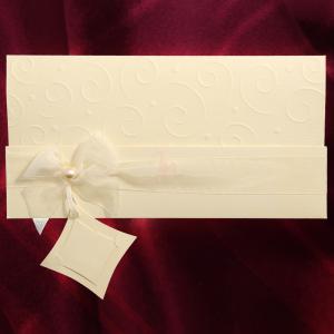 Invitatie de nunta eleganta crem cu fundita si perla 107008 TBZ