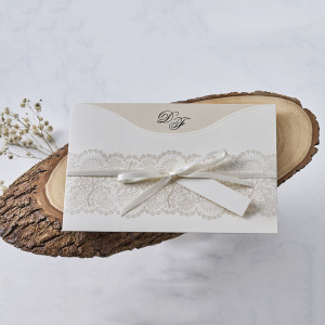 Invitatie de nunta cu fundita si dantela 1131 BUTIQLINE