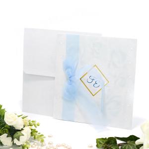 Invitatie de nunta bleu cu trandafiri si fundita 125040 TBZ