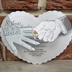 Invitatie de nunta cu mainile mirilor si verigheta 5364 CONCEPT