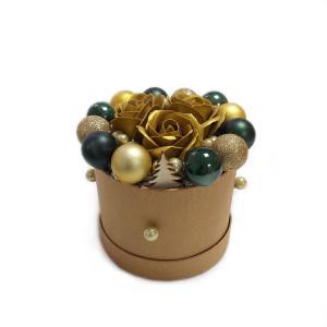 Aranjament Cadou Craciun cu Flori Parfumate de Sapun si globuri DEC141