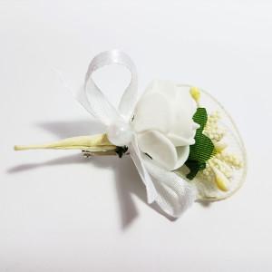 Cocarda cu trandafiri artificiali 03 alb