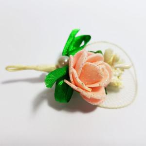 Cocarda cu trandafiri artificiali 03 piersica