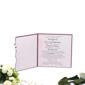 Invitatie de nunta visinie cu model floral si inimioare aurii 125026 TBZ