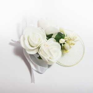 Cocarda cu trandafiri artificiali 05 alb